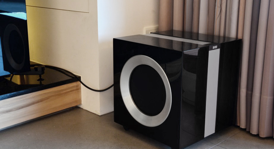 Kef R400b Subwoofer For 163 999 00 In Speakers At Audio Affair
